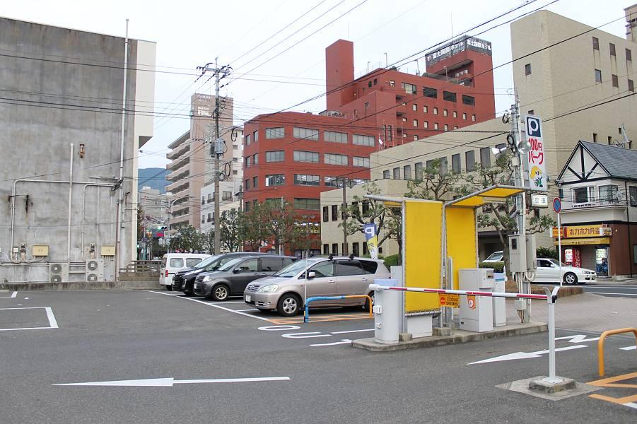 近隣の駐車場は松浦駐車場があります。<br />朝8時~夜22時 30分毎100円<br />夜22時~朝8時 60分毎100円<br />駐車台数は47台