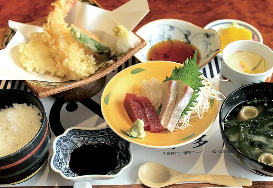 海の幸定食 1,000円<br />(お昼のセットは11:30~15:00までです)