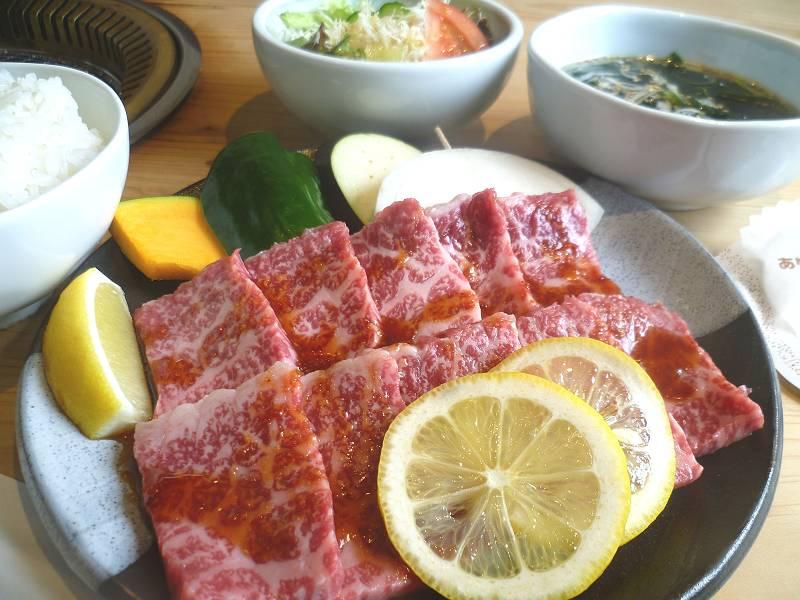 「長崎和牛 網焼レモンステーキセット」1,550円(税込価格1,674円)<br />レモン風味の特製ソースで味付けした長崎和牛130g・ごはん・スープ・サラダ付