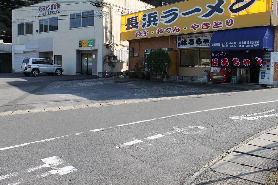 お店の正面に7台駐車可能です。