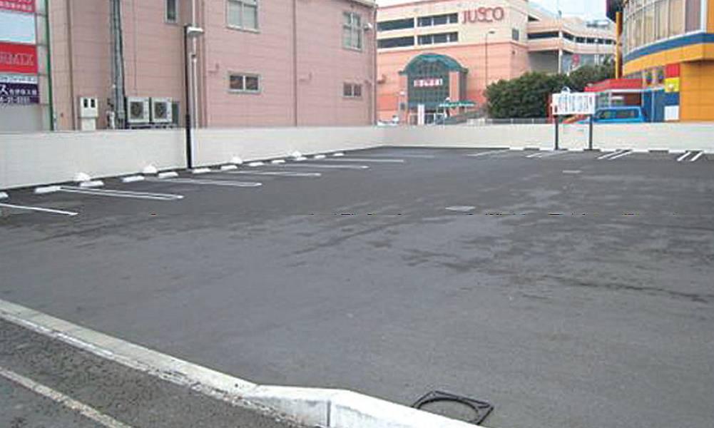 国道から直接入ることができ、19台分の駐車スペースがあります。満車の場合でも回転が速いので、しばらく待てばすぐ停めることができます。
