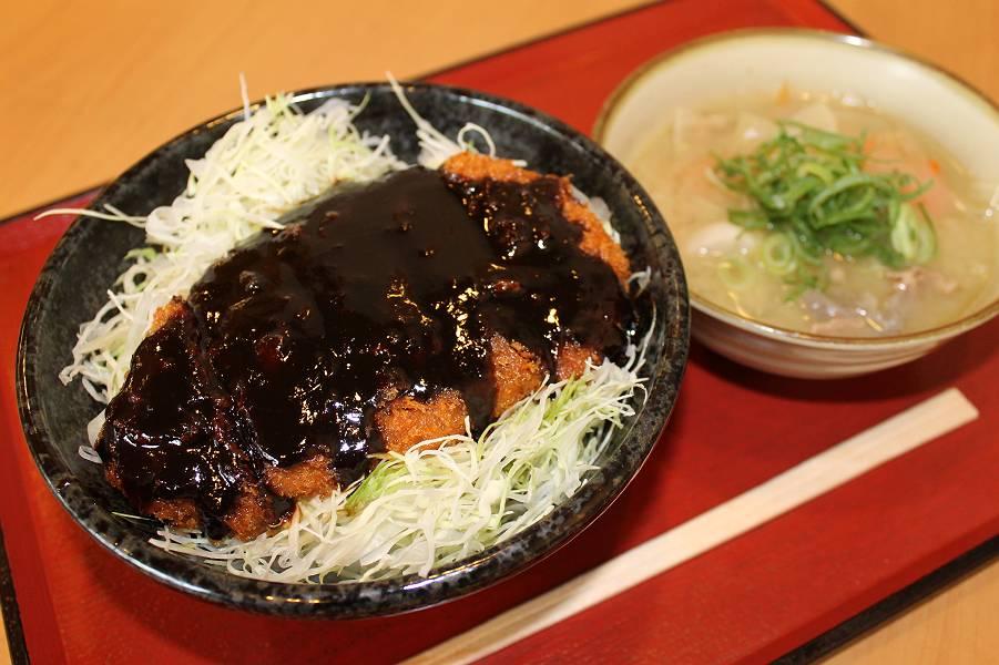 味噌カツ丼 500円  豚汁 140円